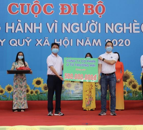 4.000 người đi bộ ủng hộ hơn 8,6 tỷ đồng chăm lo người nghèo ảnh 3