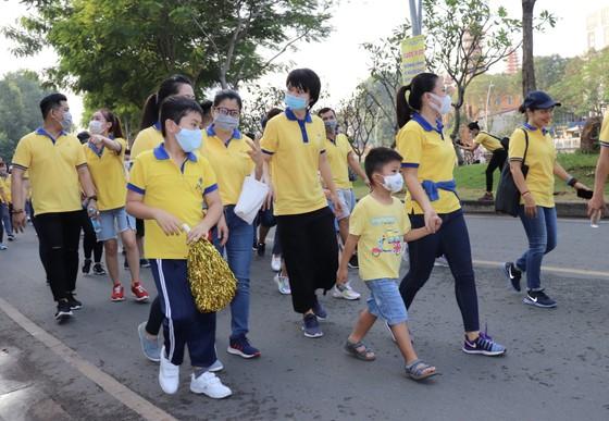 4.000 người đi bộ ủng hộ hơn 8,6 tỷ đồng chăm lo người nghèo ảnh 1