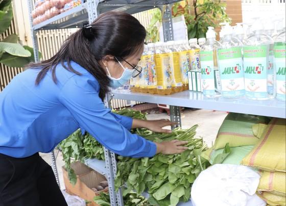 Nhiều gian hàng 0 đồng phục vụ các điểm cách ly tại quận Phú Nhuận ảnh 2