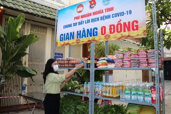 Nhiều gian hàng 0 đồng phục vụ các điểm cách ly tại quận Phú Nhuận ảnh 4