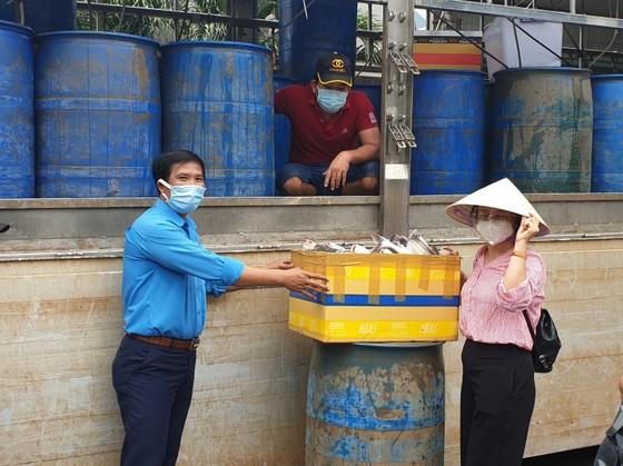 Rau củ, trái cây của bà con tỉnh Lâm Đồng đến khu cách ly tại TPHCM ảnh 2