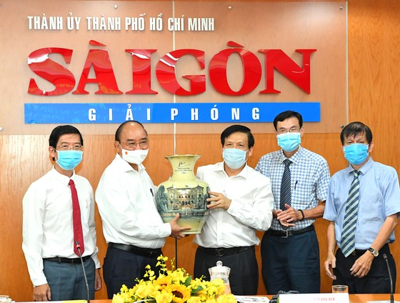 Chủ tịch nước Nguyễn Xuân Phúc: Báo SGGP đổi mới tư duy, quyết liệt hành động để xứng đáng vị thế của TPHCM ảnh 4
