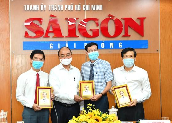 Chủ tịch nước Nguyễn Xuân Phúc: Báo SGGP đổi mới tư duy, quyết liệt hành động để xứng đáng vị thế của TPHCM ảnh 1