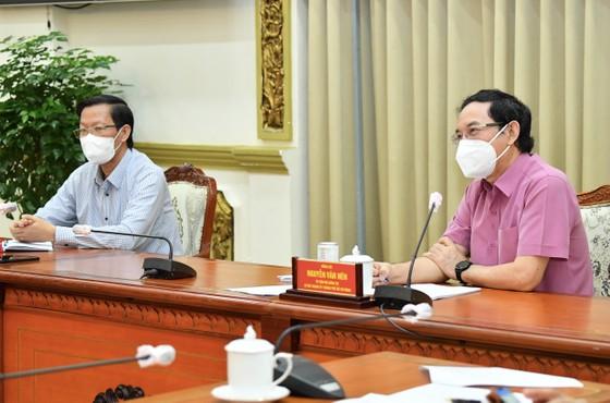 Lãnh đạo TPHCM gặp gỡ chuyên gia, nghe góp ý về phòng chống dịch và phục hồi kinh tế ảnh 1