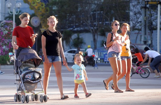 Khách đi tour biển đảo Nha Trang tăng đột biến ảnh 2