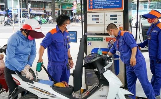 Xăng dầu đồng loạt giảm sau 9 lần tăng liên tục ảnh 1