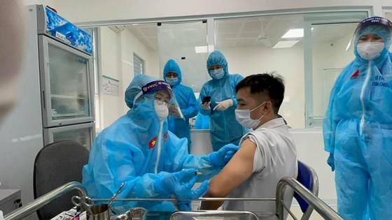 Có 4 người được tiêm vaccine Covid-19 bị sốc phản vệ ảnh 1