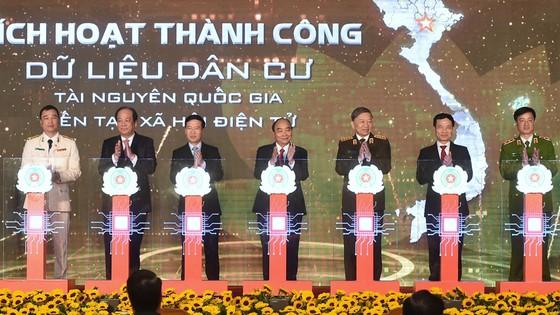 Thủ tướng Nguyễn Xuân Phúc: Đẩy nhanh việc chuyển đổi số trong quản lý dân cư ảnh 2