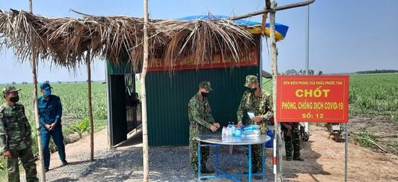 Lãnh đạo TPHCM thăm các lực lượng phòng, chống dịch Covid-19 tại biên giới Tây Ninh ảnh 3