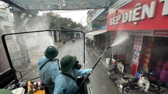 Quân đội phun khử khuẩn tại quận Gò Vấp, quận 12 ảnh 14