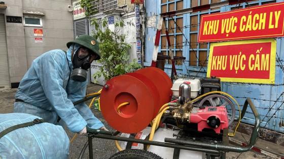 Quân đội phun khử khuẩn tại quận Gò Vấp, quận 12 ảnh 6