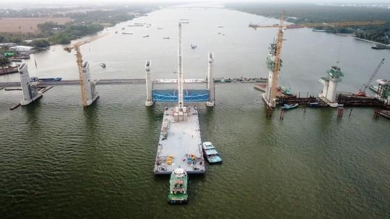 Van thép 203 tấn được lắp thành công ở siêu công trình Cái Lớn – Cái Bé ảnh 4