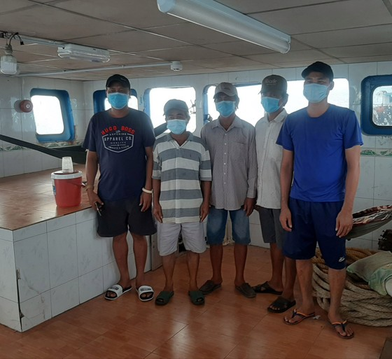 5 thuyền viên nhập cảnh trái phép vào vùng biển Phú Quốc ảnh 1