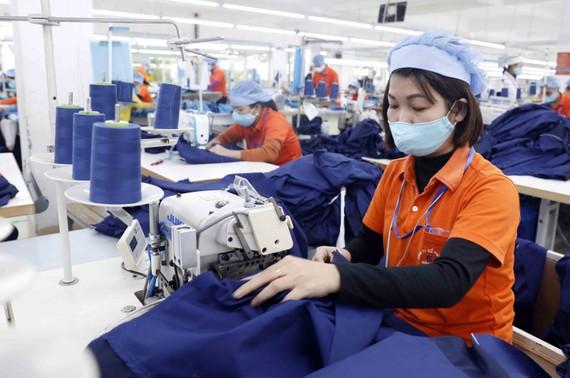 Dệt may, da giày đối mặt với thiếu lao động trước làn sóng người lao động về quê.