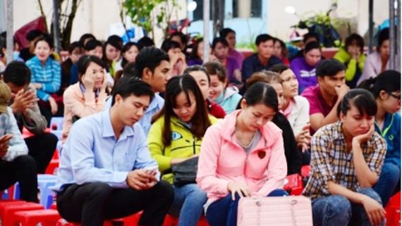 Các thí sinh tham dự kỳ thi công chức. Ảnh: camau.gov.vn