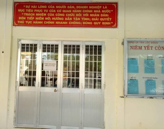 Bộ phận một cửa UBND xã Tân Lộc Đông đóng cửa trong giờ làm việc