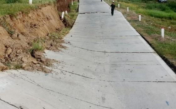Hiện trạng đoạn đường đê biển Tây bị sụp lún