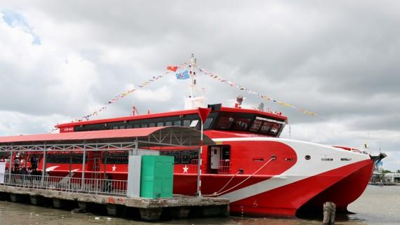 Tàu cao tốc Phú Quốc Express là tàu hai thân có tải trọng 600 khách