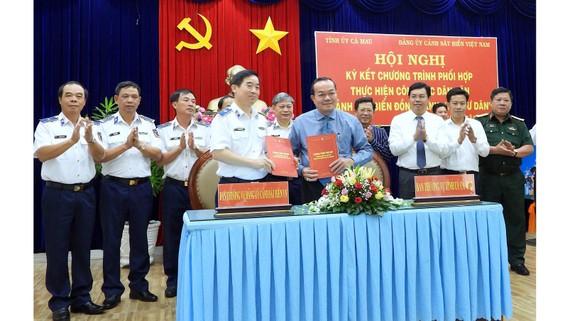Ký kết chương trình phối hợp thực hiện công tác dân vận giữa Cà Mau và Cảnh sát biển Việt Nam