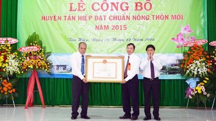 Tân Hiệp là huyện đầu tiên trên địa bàn tỉnh Kiên Giang đạt chuẩn nông thôn mới. Ảnh: ĐÀO CHÁNH