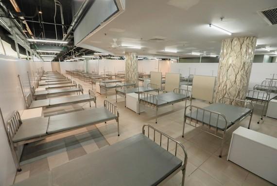 Bệnh viện gồm 3 tầng với tổng diện tích hơn 30.000m², quy mô gần 1.000 giường bệnh, chuyên tiếp nhận điều trị các bệnh nhân Covid-19 (F0) nhẹ hoặc không có triệu chứng