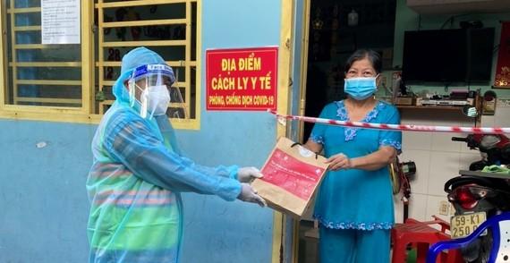5.500 túi thuốc F0 và 2.000 túi thuốc F0 nặng đã được Masterise Group và Thành Đoàn trao cho bệnh nhân