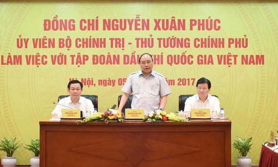 Thủ tướng Nguyễn Xuân Phúc làm việc với tập đoàn dầu khí. Ảnh: VGP