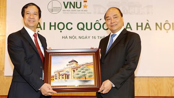 Thủ tướng Nguyễn Xuân Phúc trong một lần thăm ĐHQG Hà Nội