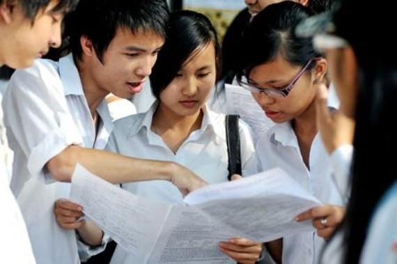 Học sinh THPT Việt Nam vẫn chịu áp lực nặng nề về thi cử