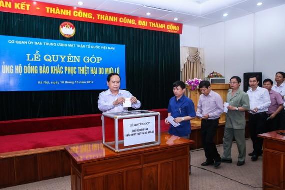 Ủy ban Trung ương MTTQ Việt Nam ủng hộ đồng bào vùng lũ