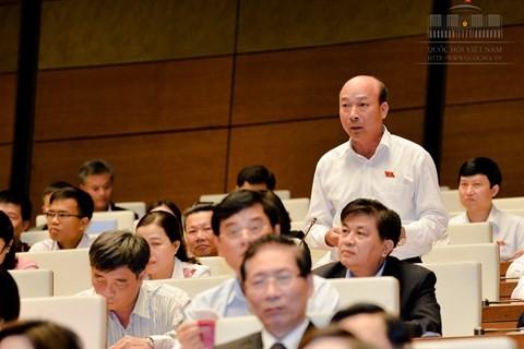 ĐB Lê Minh Chuẩn nói doanh nghiệp làm 10 đồng thì phải nộp thuế, phí mất 4 đồng