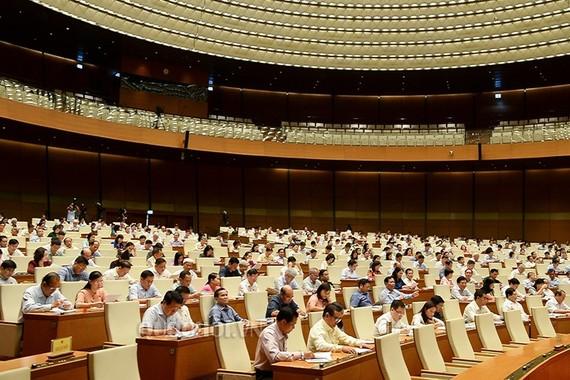 Quốc hội thảo luận về việc điều hành ngân sách nhà nước năm 2017 và dự toán ngân sách nhà nước năm 2018.
