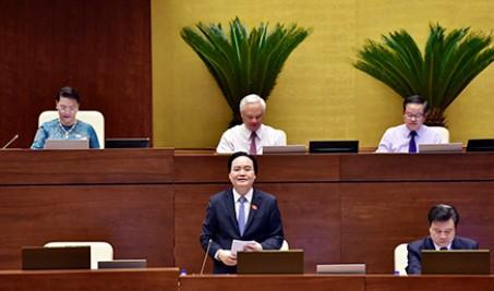 Bộ trưởng Bộ GD-ĐT Phùng Xuân Nhạ trả lời chất vấn sáng 6-6-2018