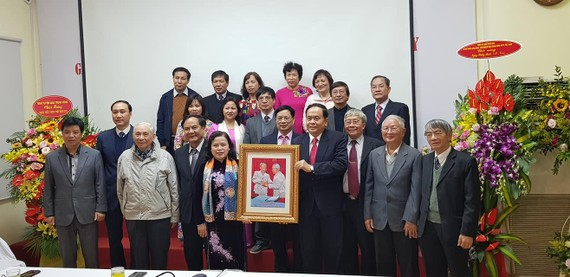 Chủ tịch Ủy ban Trung ương MTTQ Việt Nam thăm và chúc mừng Tổng hội Y học Việt Nam