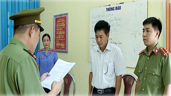 Công an tỉnh Sơn La khởi tố và cấm đi khỏi nơi cư trú đối với bị can Trần Xuân Yến, Phó Giám đốc Sở GD-ĐT tỉnh Sơn La