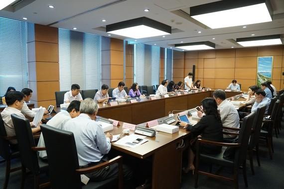 Quốc hội thảo luận tại tổ chiều 29-5