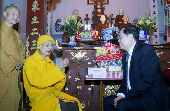 Chủ tịch Ủy ban Trung ương MTTQ Việt Nam Trần Thanh Mẫn chúc Tết Đại lão Hòa thượng Thích Phổ Tuệ