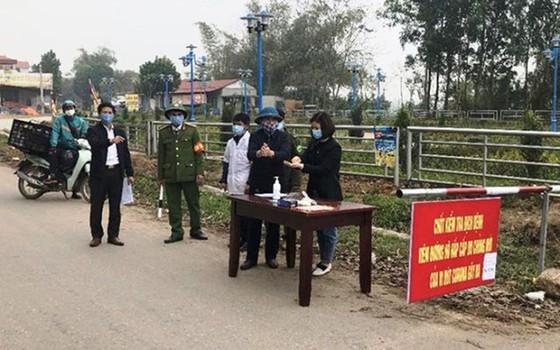 Lực lượng chức năng liên ngành ở Vĩnh Phúc lập chốt ngăn chặn dịch bệnh Covid-19