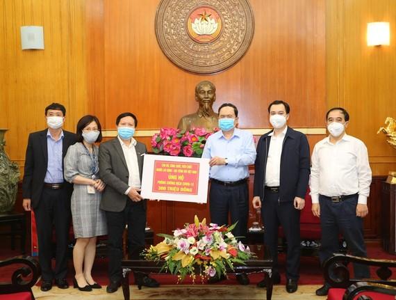 Ủy ban Trung ương MTTQ Việt Nam tiếp nhận ủng hộ của VOV