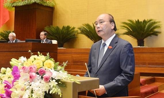 Thủ tướng Nguyễn Xuân Phúc trình bày báo cáo trước Quốc hội, sáng 20-5-2020. Ảnh: QUOCHOI