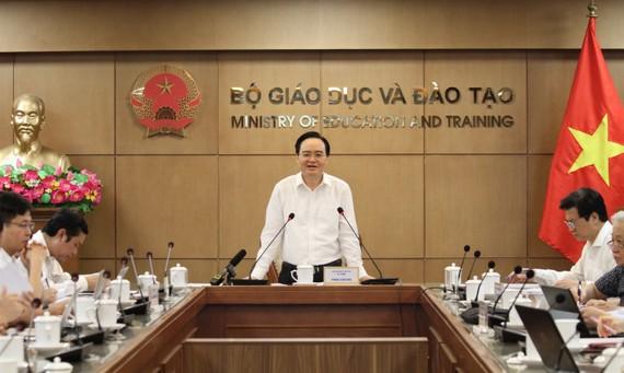 Bộ trưởng Bộ GD-ĐT Phùng Xuân Nhạ chủ trì hội nghị ngày 3-6