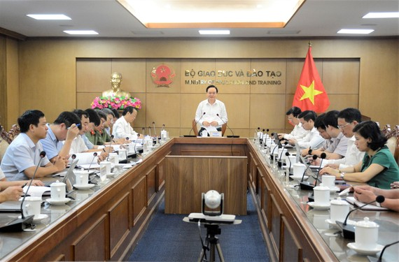 Bộ trưởng Bộ GD-ĐT Phùng Xuân Nhạ chủ trì hội nghị