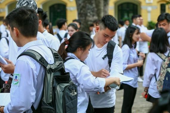 Học sinh cả nước chuẩn bị bước vào kỳ thi tốt nghiệp THPT 2020. Ảnh: QUANG PHÚC