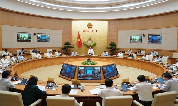 Thủ tướng Nguyễn Xuân Phúc chủ trì họp Chính phủ thường kỳ tháng 7. Ảnh: QUANG PHÚC