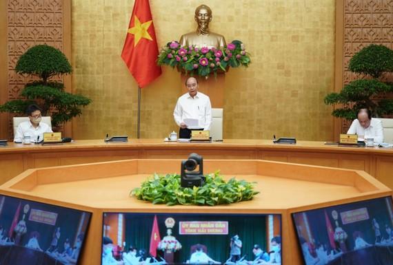 Thủ tướng Nguyễn Xuân Phúc chủ trì họp ngày 21-8. Ảnh: QUANG PHÚC