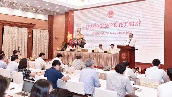 Buổi họp báo Chính phủ tối 4-9. Ảnh: QUANG PHÚC