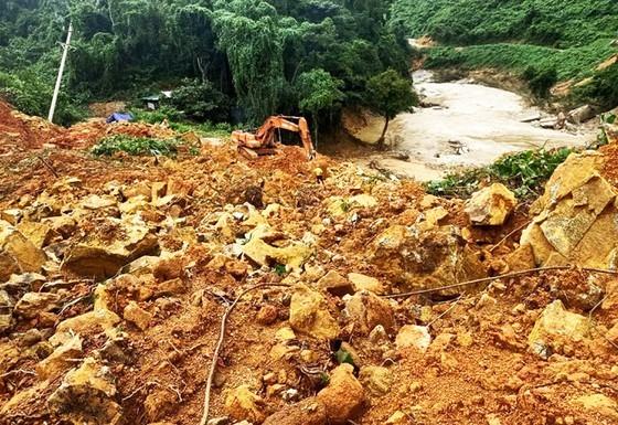 Hiện trường vụ sạt lở núi khu vực thủy điện Rào Trăng 3