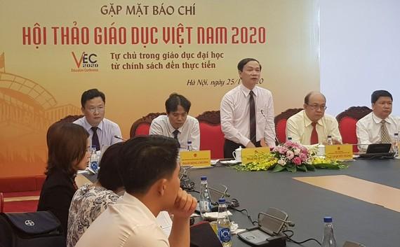 Phó Chủ nhiệm Ủy ban Văn hóa, Giáo dục, Thanh niên, Thiếu niên và Nhi đồng của Quốc hội Phạm Tất Thắng phát biểu tại họp báo
