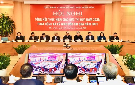 Hội nghị ký giao ước thi đua của 5 thành phố lớn