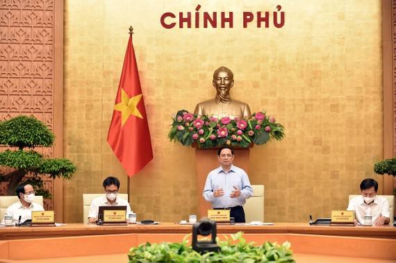 Thủ tướng Phạm Minh Chính phát biểu chỉ đạo tại cuộc họp ngày 30-7. Ảnh: VIẾT CHUNG